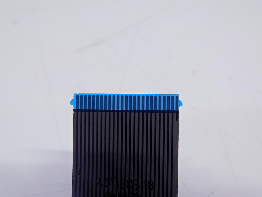 conectar-o-cabo-flat-do-teclado-2