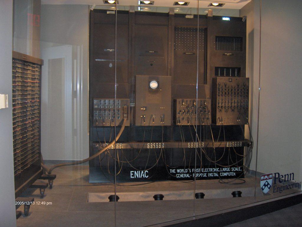 Computador ENIAC em exposição.