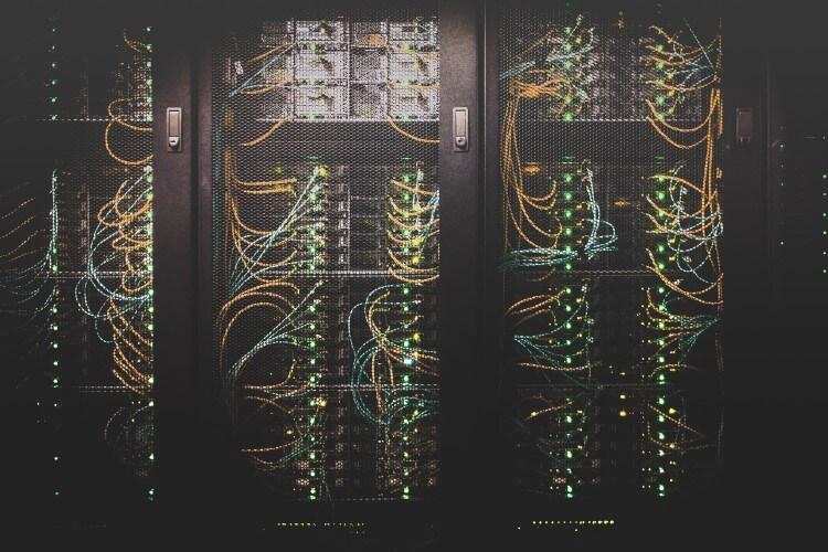 Estrutura de servidores em rack.