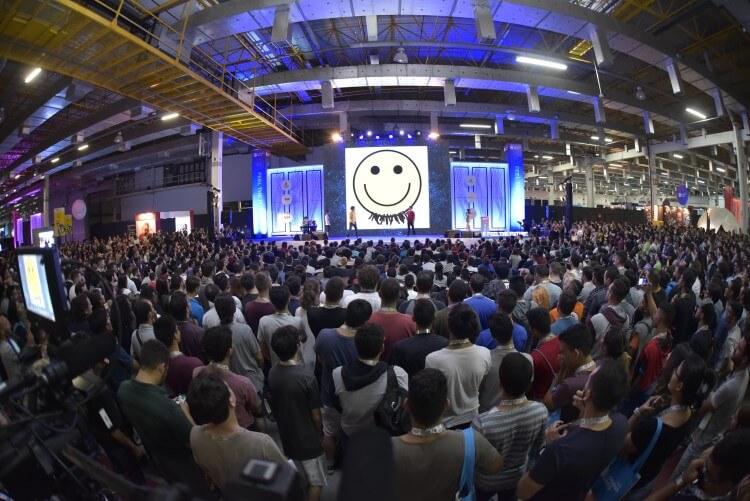 Foto da apresentação do grupo Os Barbixas na Campus Party Brasil 2019.