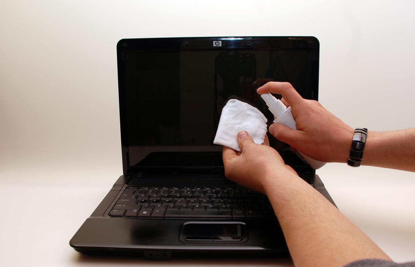 como-limpar-a-tela-do-notebook