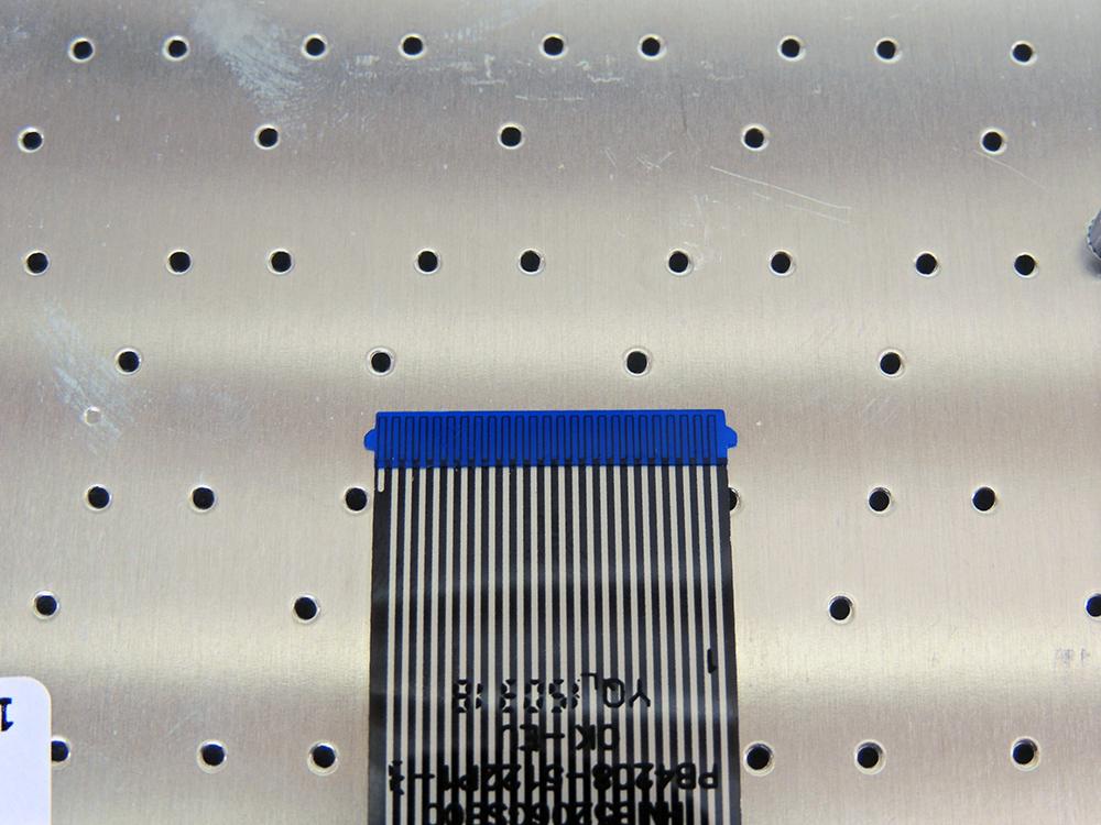 conectar-o-cabo-flat-do-teclado