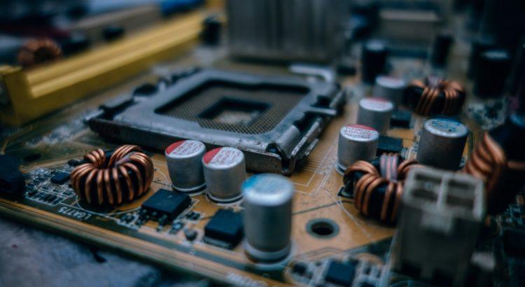 Placa de circuitos eletrônicos em conserto