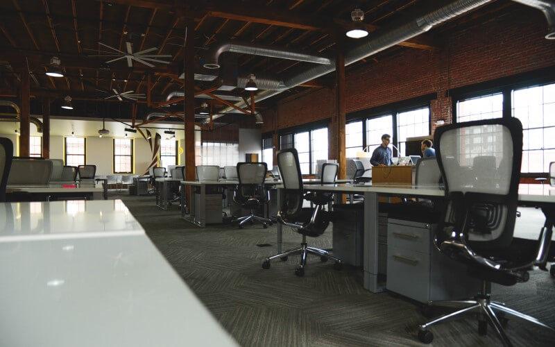 Ambiente empresarial organizado.